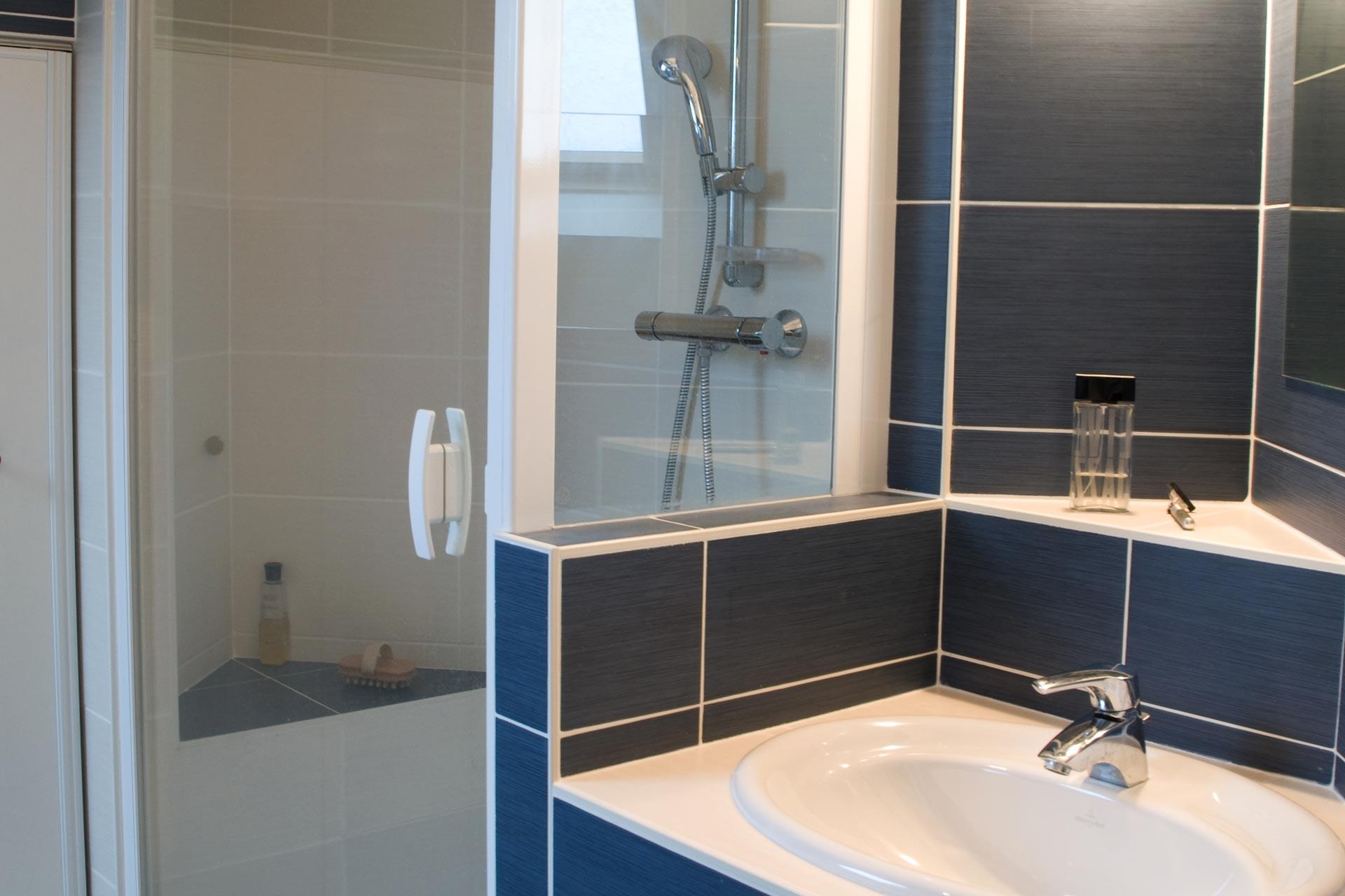 Aménagement intérieur combles chambre & salle d'eau
