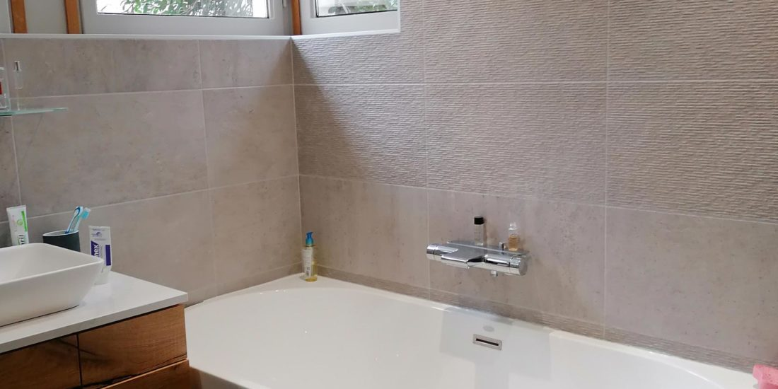 Aménagement intérieur salle de bain concrete