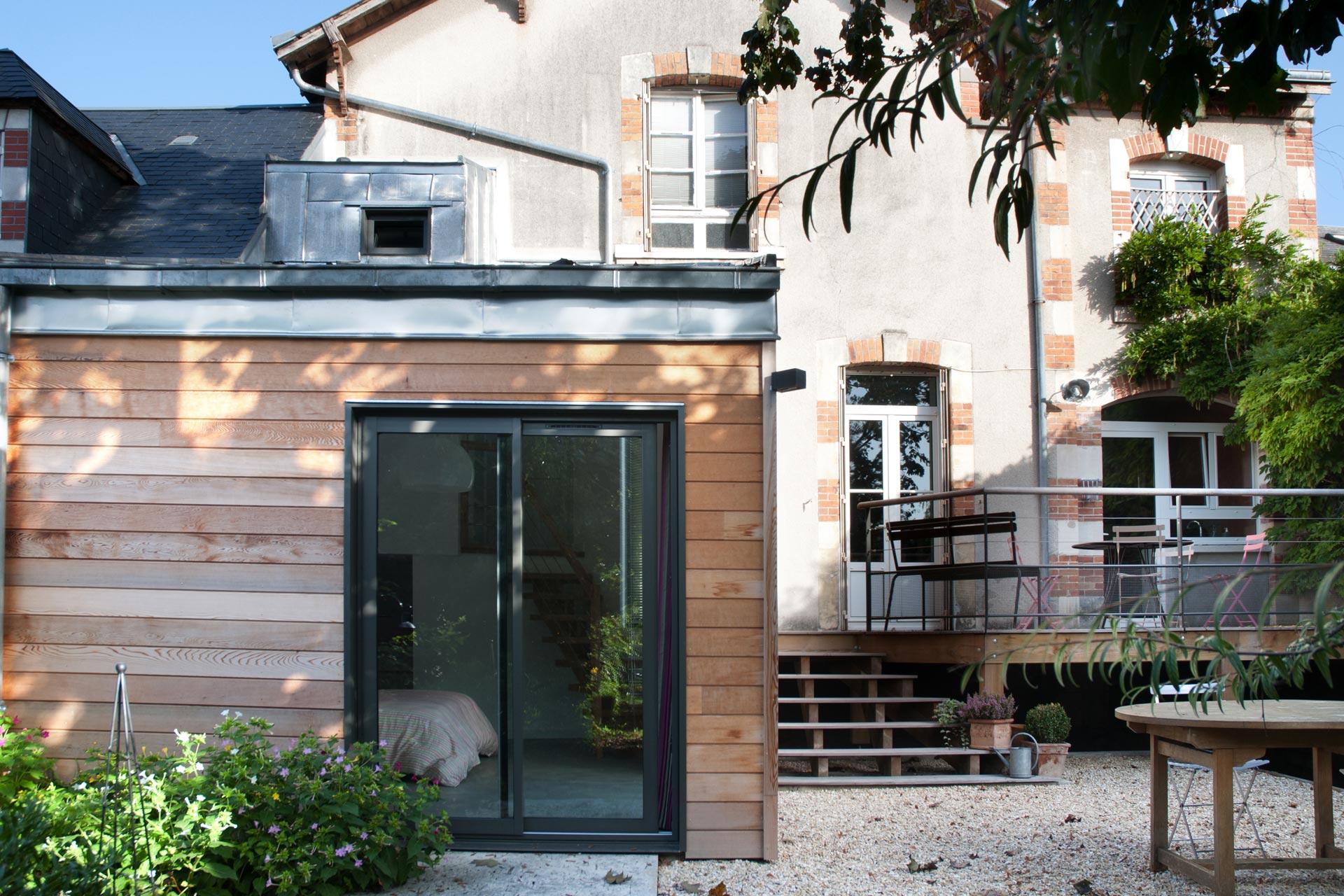 Extension bois, suite parentale ouverte sur le jardin